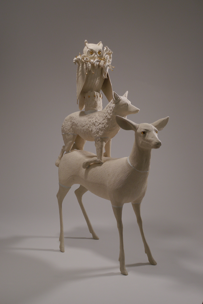 Sit, Stand, Kneel, 2019, Janet Macpherson, slip-cast porcelain, paper clay, gold lustre, and plaster. Collection of the artist, created with support from the Canadian Council for the Arts. © Janet Macpherson