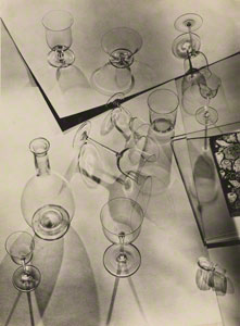 Composition with Nine Glasses and a Decanter / Walter Peterhans