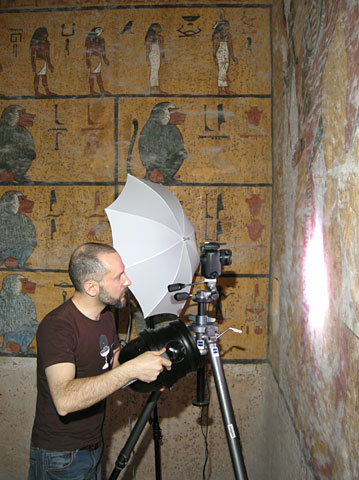 A special light was used to excite the Egyptian blue pigment of the paintings