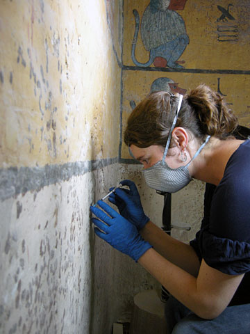 Stabilization of the wall paintings