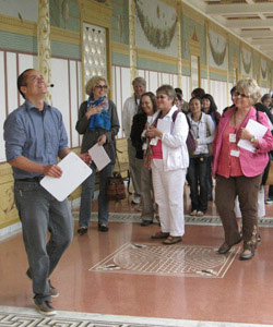 Teachers discuss the architecture of a Roman Villa at the Villa Summer Institute.