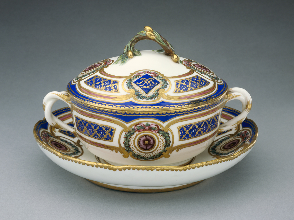 lidded bowl on dish cuelle ronde et plateau rond getty museum. Black Bedroom Furniture Sets. Home Design Ideas