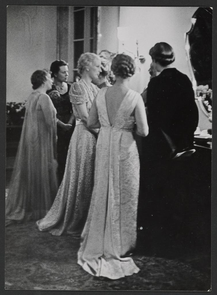 Emfang in der Reichskanzlei, Profil Inga Ley (Getty Museum)