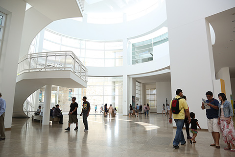 In the Museum Entrance Hall, exterior walls of glass allow sunshine to illuminate the interiors.